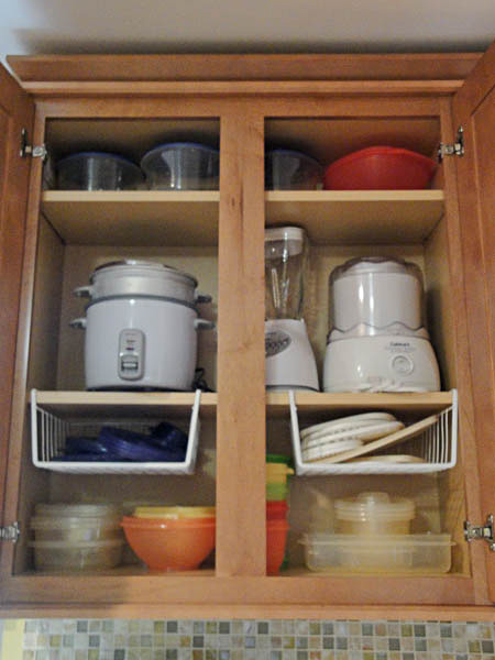 10 Kitchen Cabinet Tips: Organizing Tupperware